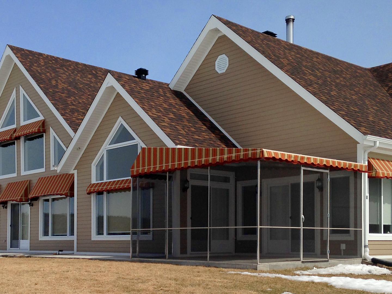 store banne lapeyre les stores bannes et les toits de terrasse le store banne de terrasse c t. Black Bedroom Furniture Sets. Home Design Ideas